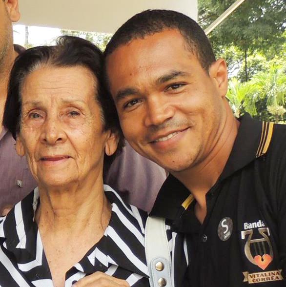 Para conseguir reerguer a Banda Vitalina Corrêa, o Sargento Léo, contou com o apoio de um antigo membro da diretoria da banda na década de 60, a dona Hayde. Sem deixar de lado sua cordialidade, a senhora de 87 anos é uma inspiração para os alunos da banda.